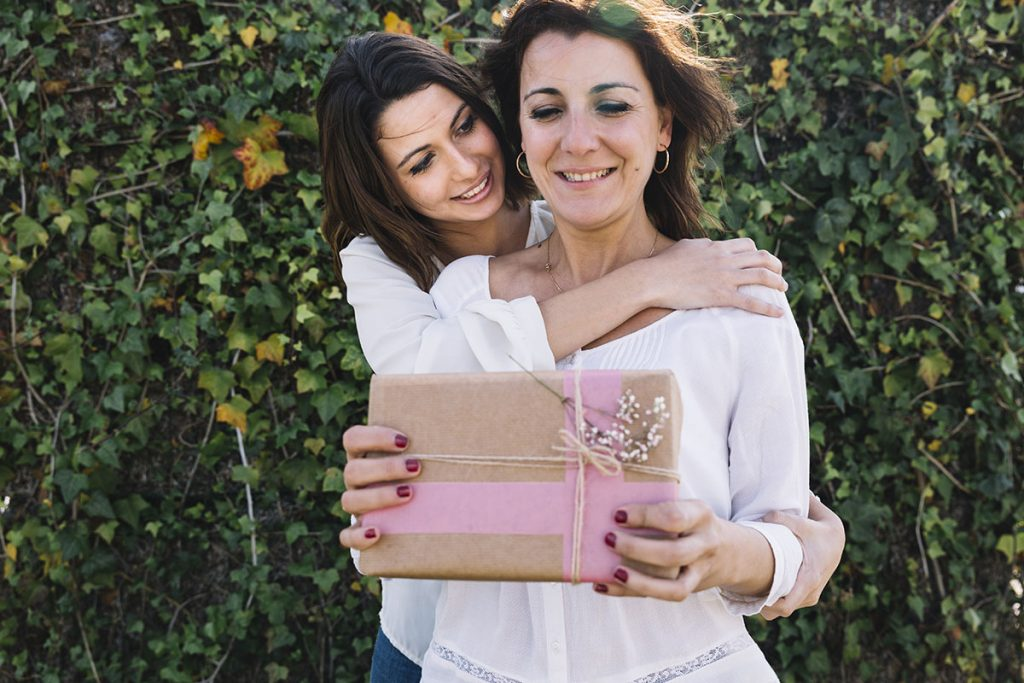 North Lakes Dentist Tips Give a Mothers Day Gift that Lasts