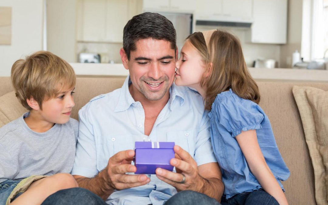 Useful Gift Ideas to Make Your Dad Smile on Father's Day