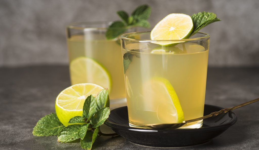 glasses-with-lemonade-table